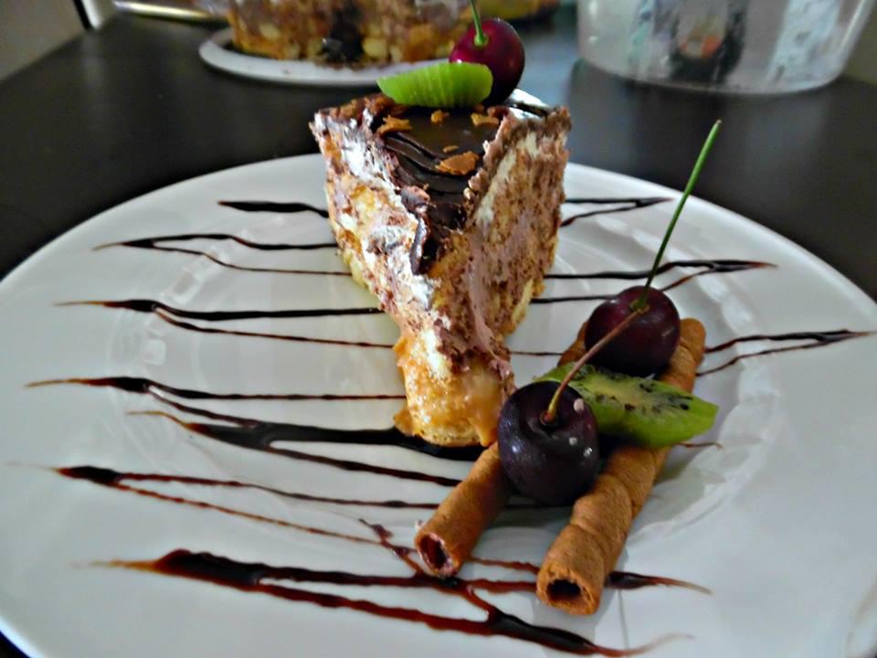 Τούρτα καραμέλα, σαντιγύ και σοκολάτα ganache