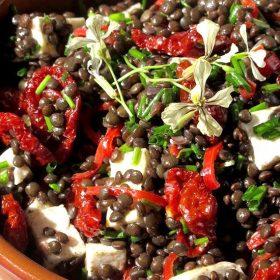 Σαλάτα με φακές, φέτα και ντοματίνια