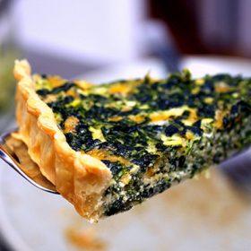 Τάρτα με σπανάκι, μπέικον και τυριά