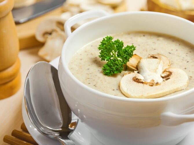 Σούπα με γλυκό τραχανά και μανιτάρια
