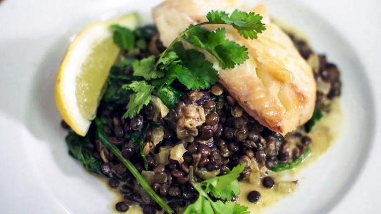 Φακές με ψάρι και σέσκουλα