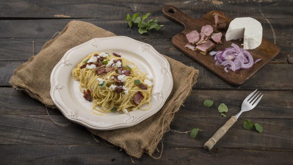 Σπαγγέτι με απάκι και κρεμώδη σάλτσα ανθότυρου