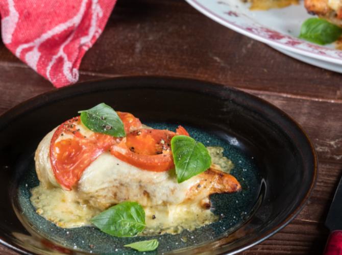 Κοτόπουλο με Ντομάτα και Μοτσαρέλα